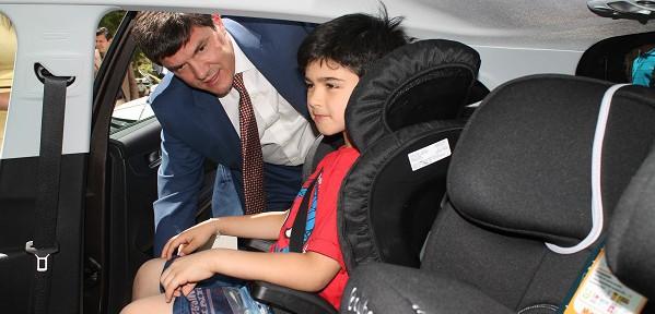 El ministerio de transportes aumentar las normas de for Sillas de seguridad para ninos